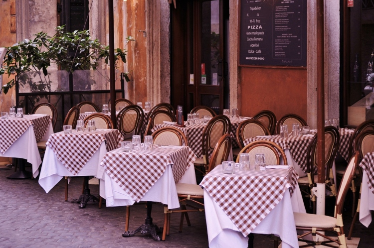 dining tables in the arrondissements of Paris