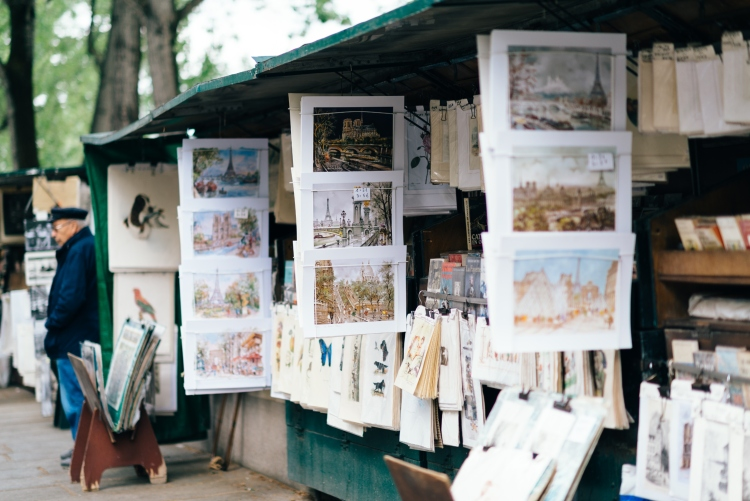 Souvenir items for sale by Les Bouquinistes in Paris