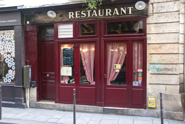 Robert et Louise is another great restaurant serving steak frites in Paris