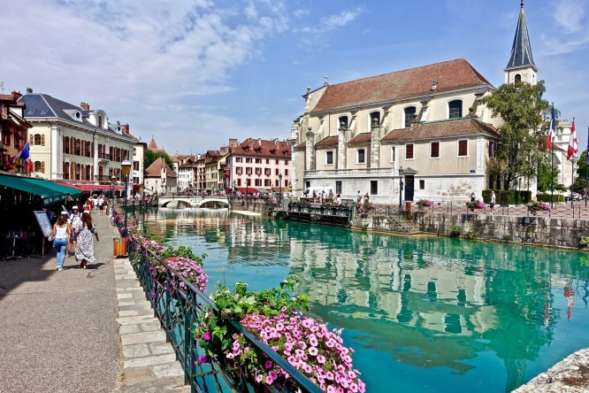 Annecy, one of the most picturesque  weekend travel destinations from Paris