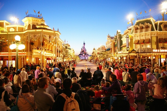 Disneyland Park, one of the favourite things to do amongst toddlers in Paris