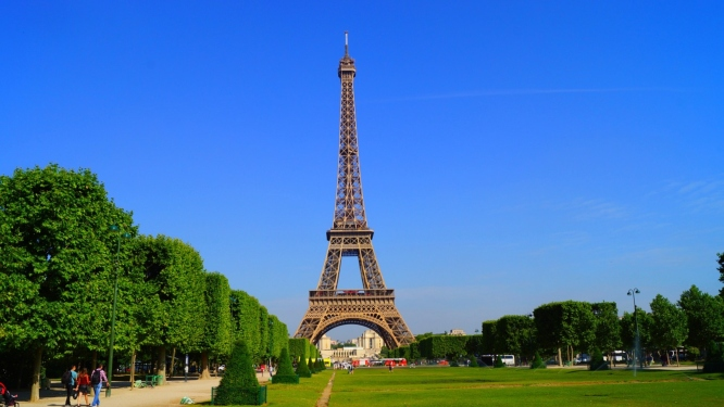 Summertime, the busiest season for visiting Paris