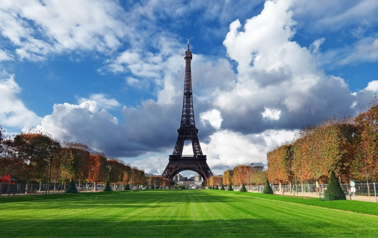 The Champs de Mars, my favourite destination on our list of Eiffel Tower picture ideas