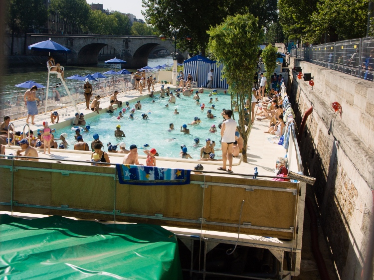 Paris Plages, one of the free attractions ideal for kids in the summertime