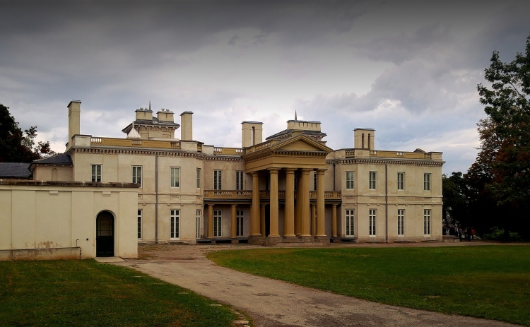 Dundurn Castle, an idyllic place to visit on a daytrip from Toronto to Hamilton
