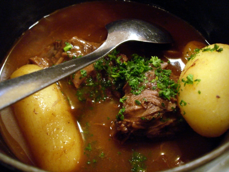 Boeuf Bourguignon, a famous French dish to eat in the restaurants of Paris