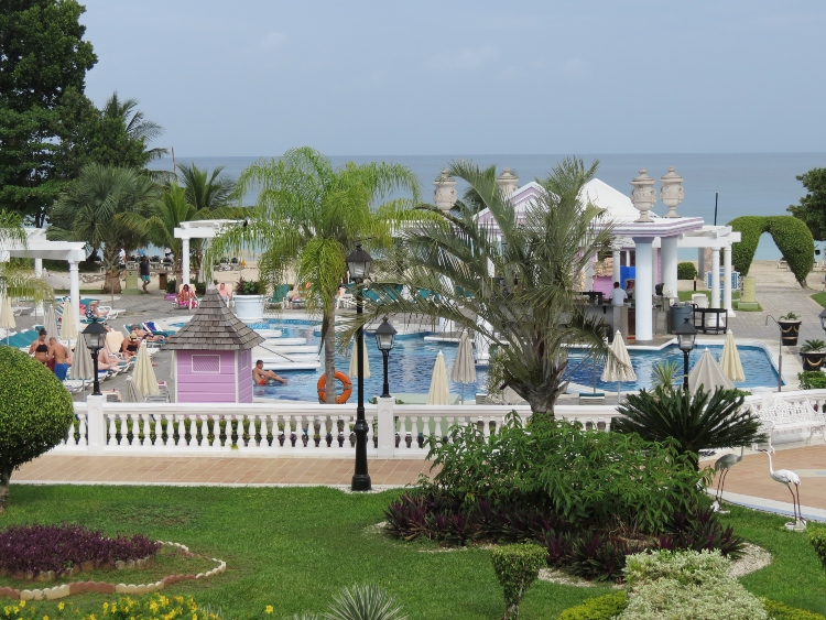 Riu Palace Tropical Bay main pool and swim-up bar