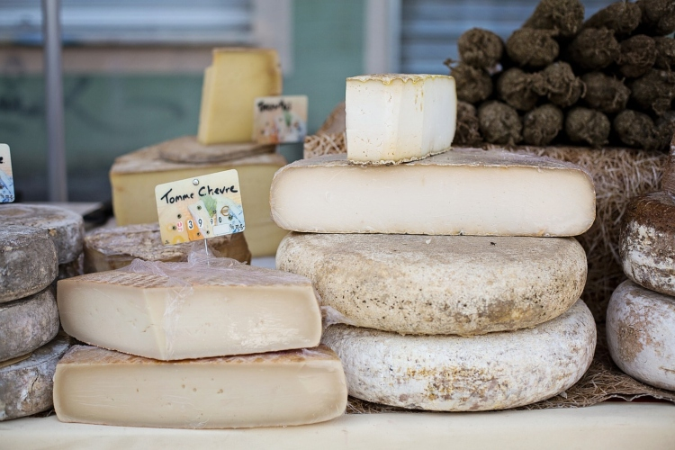 French Cheeses, which are one of the essential foods to eat in Paris